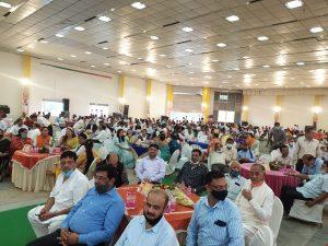 सिंधिया ने गणमान्य नागरिकों से की आत्मीय मुलाकात, टेबल पर जाकर की बातचीत