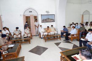 सिंधिया के स्वागत में सजा शहर, तेजी से भरे जा रहे गड्ढे, एक दर्जन मंत्री करेंगे अगवानी