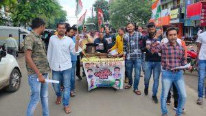 प्रधानमंत्री के जन्मदिन पर यूथ कांग्रेस कार्यकर्ताओं ने भुट्टा बेचकर मनाया बेरोजगार दिवस