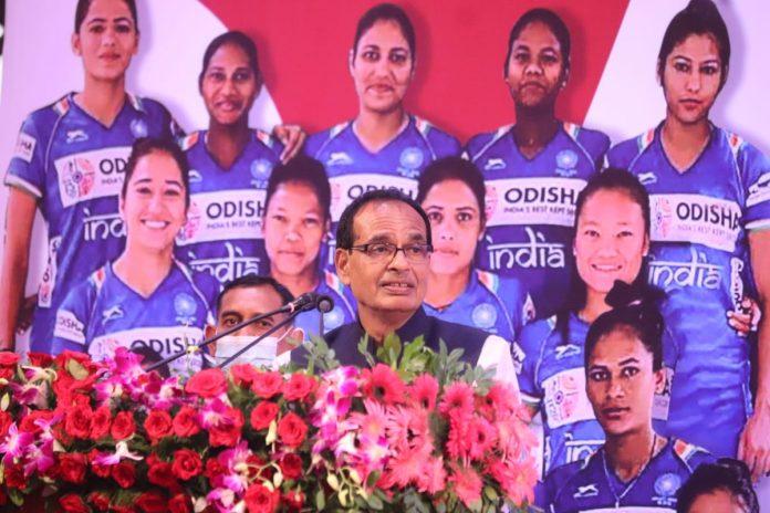 CM Shivraj ने भारतीय महिला हॉकी टीम को सम्मानित किया, सीएम हाउस में दोपहर भोज