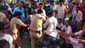 लोकार्पण में नहीं बुलाने पर नाराज कांग्रेस विधायक ने कॉलेज में दिया धरना, पुलिस ने किया गिरफ्तार, थाने ले जाकर छोड़ा