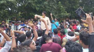 मुरैना में सम्राट मिहिर भोज की पट्टी को लेकर दो समुदाय आमने-सामने, एमएस रोड पर किया प्रदर्शन