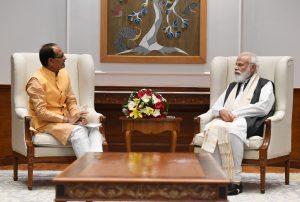 अब MP में होगी चंदन की खेती, प्रधानमंत्री मोदी ने CM Shivraj को दिया सुझाव