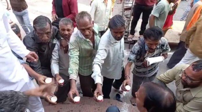 Navratri 2021: कोरोना को खत्म करने अष्टमी पर नगर पूजा, कलेक्टर-SP ने देवी को चढ़ाई शराब