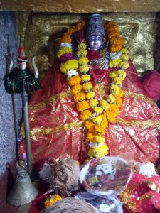 Asirgarh: प्रसिद्ध आशा देवी मंदिर में उमड़ा भक्तों का सैलाब, नवमी पर्व पर हुआ भंडारा