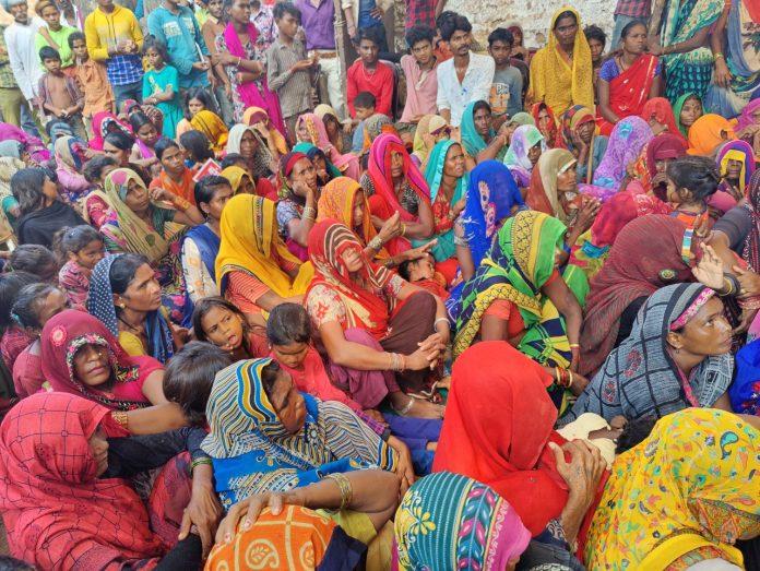 शिवपुरी : सहरिया क्रांति महापंचायत में लिए गए अनूठे संकल्प, शराब की जगह दूध से मेहमान का स्वागत