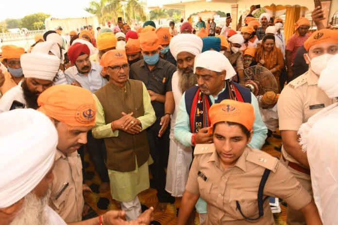 Gwalior News: सीएम शिवराज ने गुरुद्वारा दाताबंदी छोड़ पर टेका मत्था की अरदास