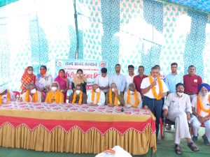 International Day Of Older Persons 2021 : अशोकनगर में बुजुर्गों को तीर्थ दर्शन योजना के तहत कराए करीला माता मंदिर के दर्शन