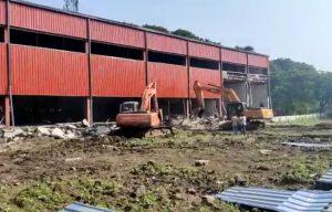 Indore News : नगर निगम की बड़ी कार्रवाई, यातायात में बाधक बड़े अवैध निर्माण गिराये