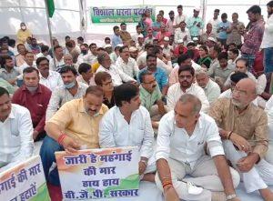 Gwalior News : Video- कांग्रेस के धरने में गूंजा - महंगाई डायन खाये जात है..